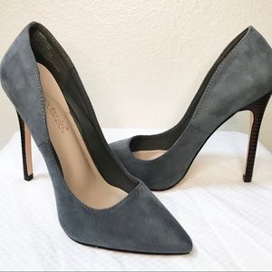 Chic Suede Pointed-Toe Grey Pump - 6